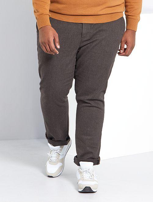 Pantalón slim de espiga                             MARRON