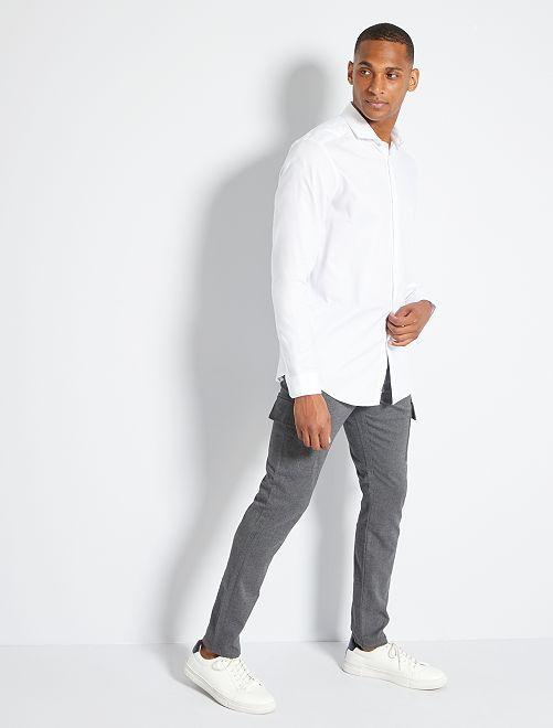 Pantalón slim de franela                             GRIS