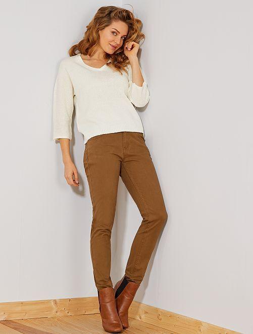 Pantalón slim elástico con 5 bolsillos                                                                                                                                                                 MARRON Mujer talla 34 a 48