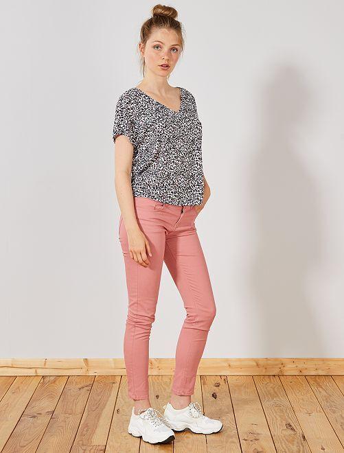 Pantalón slim elástico con 5 bolsillos                                                                                                     ROSA