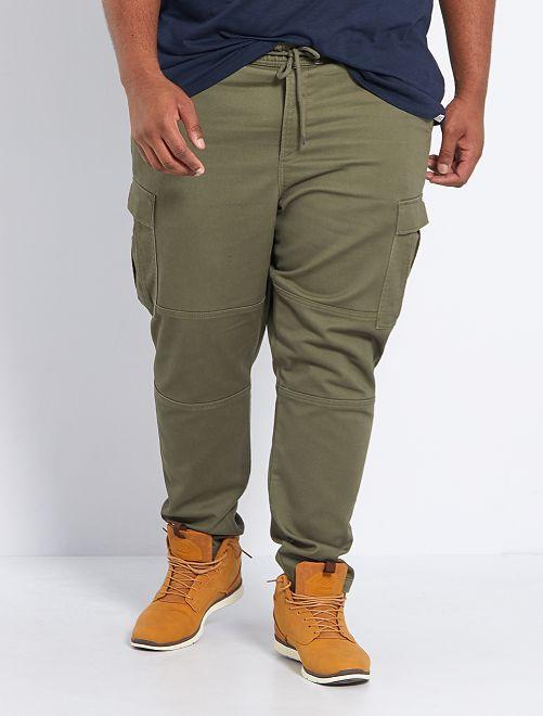 Pantalón slim estilo cargo                                         KAKI