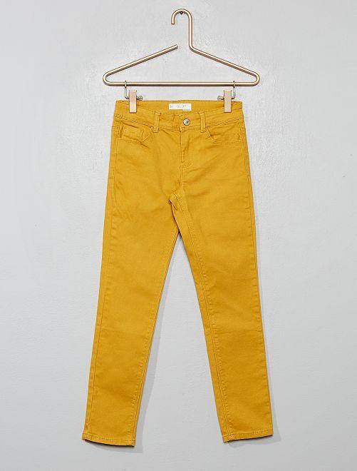 Pantalón slim liso                                                                                         AMARILLO