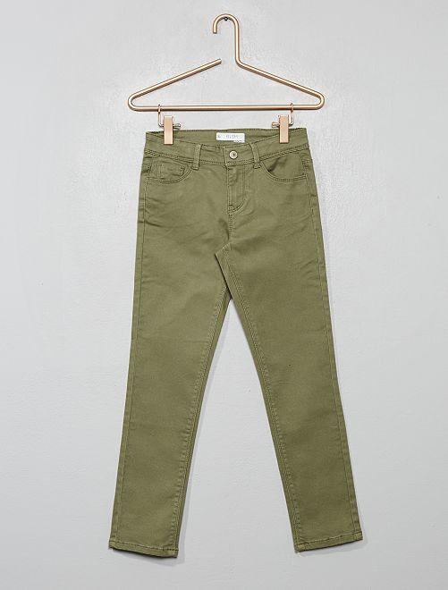 Pantalón slim liso                     verde liquen