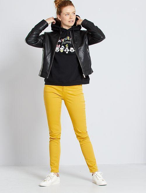 Pantalón slim multibolsillos                                                                 amarillo bronce