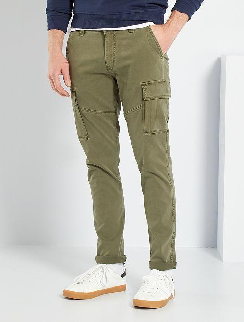 Pantalón slim tipo cargo                                                                 KAKI