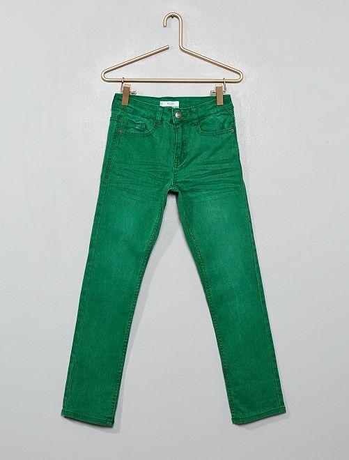 Pantalón slim                                                                                                                                         verde pino