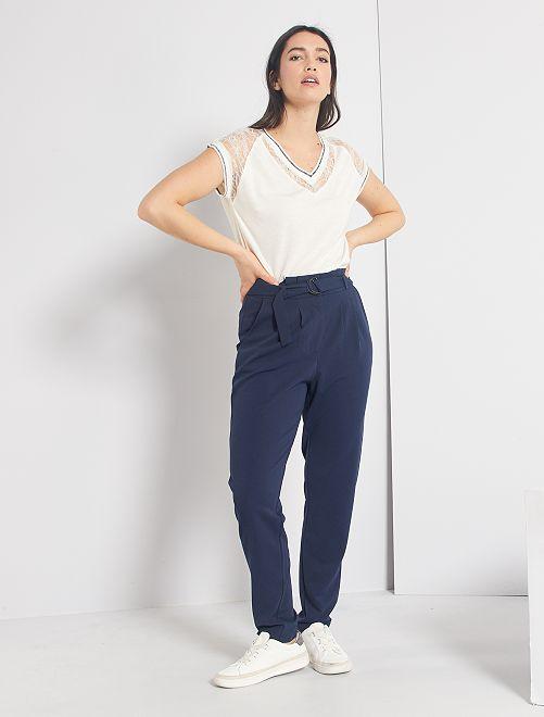 Pantalón vaporoso con cinturón                                         azul marino