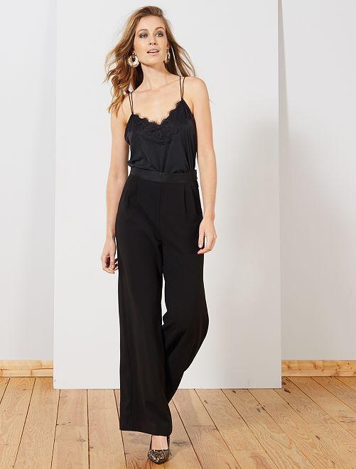 Pantalón vaporoso con pinzas                             negro