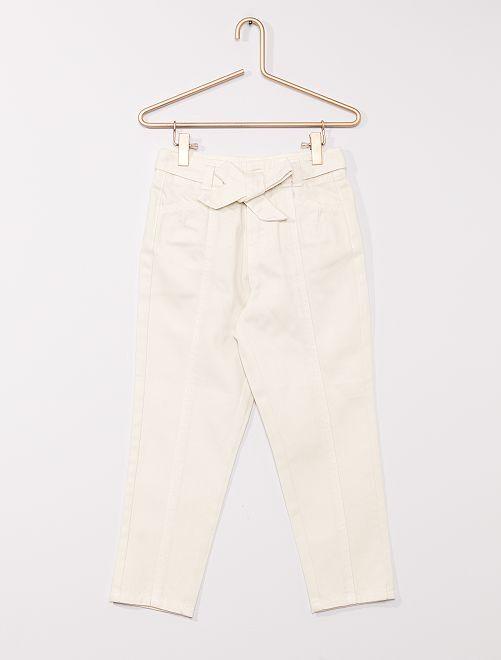 Pantalón vaquero con cinturón                                                     crudo