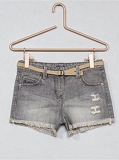 Pantalones cortos, short gris - Pantalón vaquero corto destroy + cinturón - Kiabi