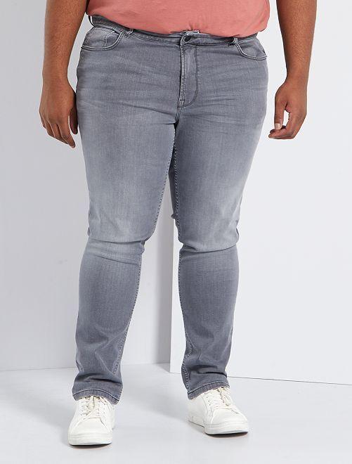 Pantalón vaquero regular                                                                             GRIS