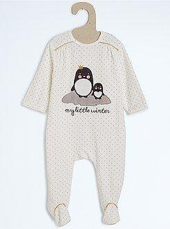 Pijamas, batas - Pijama de terciopelo bordado y estampado