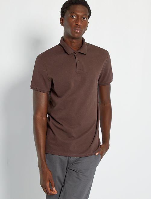 Polo liso de manga corta                                                                                                                                         marrón oscuro