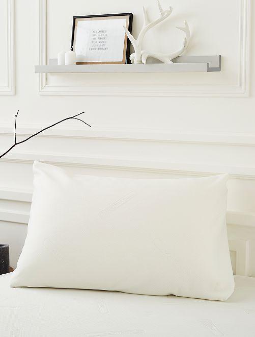 Protector de almohada de jacquard de punto doble                             blanco