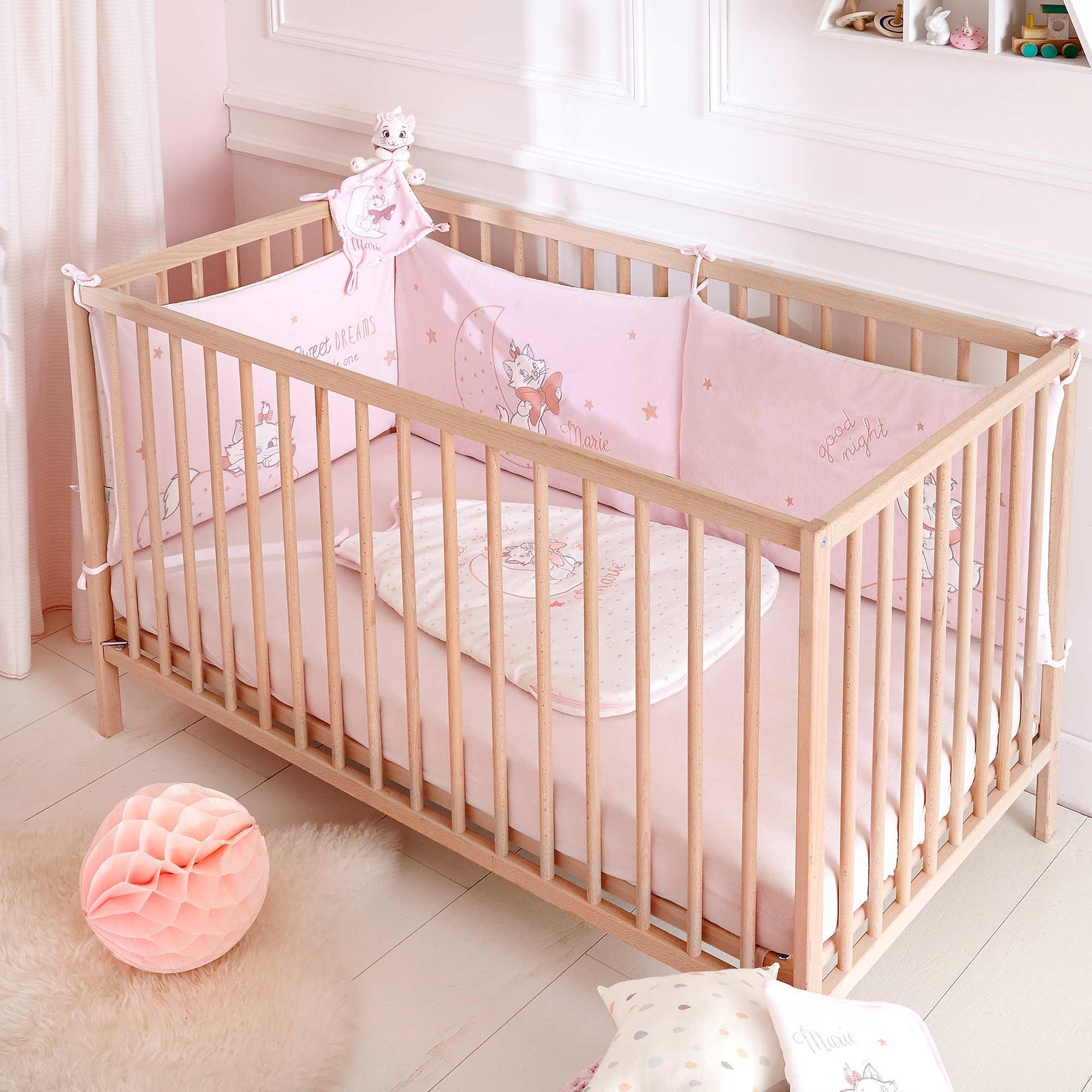 Protector de cuna de terciopelo 39 disney 39 beb ni a rosa for Cuarto de nina rosa palido