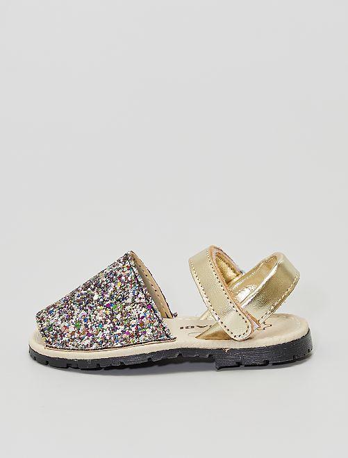 Sandalias abiertas                             oro