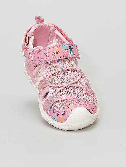 Sandalias cerradas con velcro                             rosa