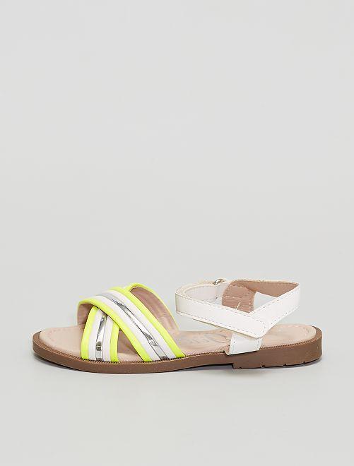 Sandalias con bandas plateadas y flúor                             plata