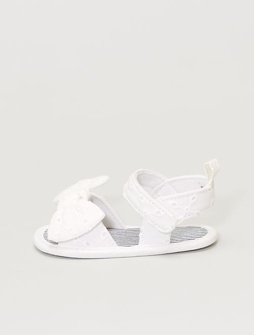 Sandalias con bordado inglés                             blanco