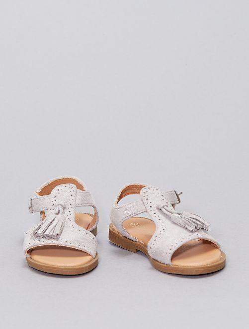 Sandalias con borlas                             plata