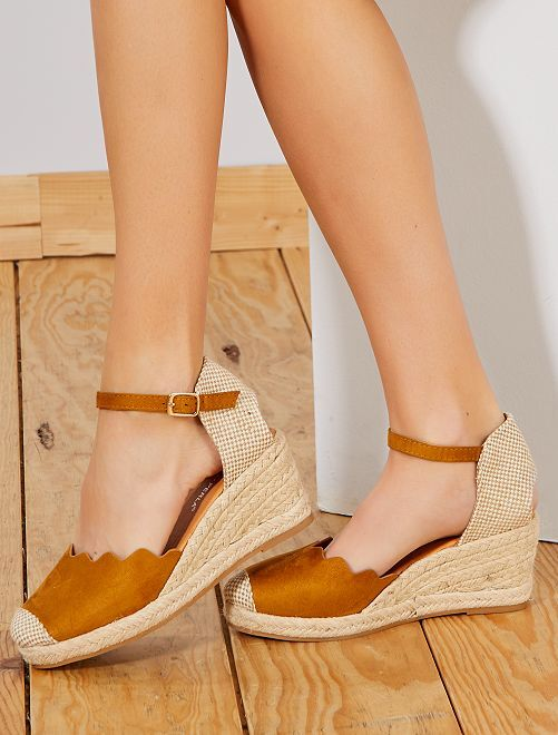 Sandalias con cuña                                                                 camello