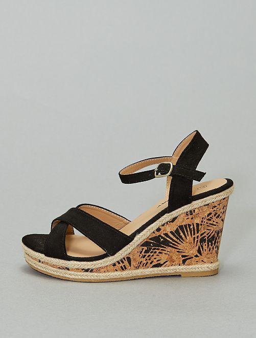 Sandalias con cuña estampada                             negro