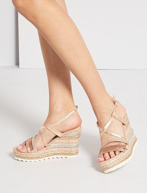 Sandalias con cuña irisadas                             beige