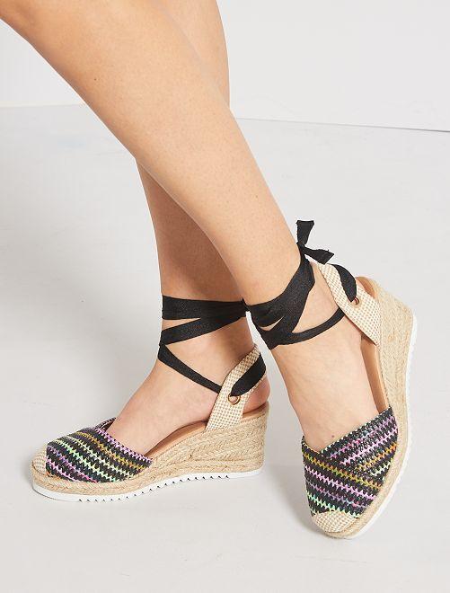 Sandalias con cuña trenzadas                     negro