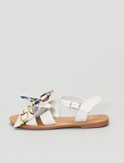 Sandalias con pañuelos anudados en la parte delantera                             blanco