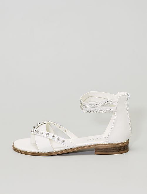Sandalias con pedrería y cadenas                                         blanco