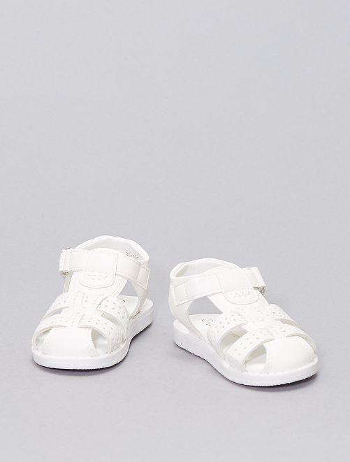 Sandalias con perforaciones de fantasía                             blanco
