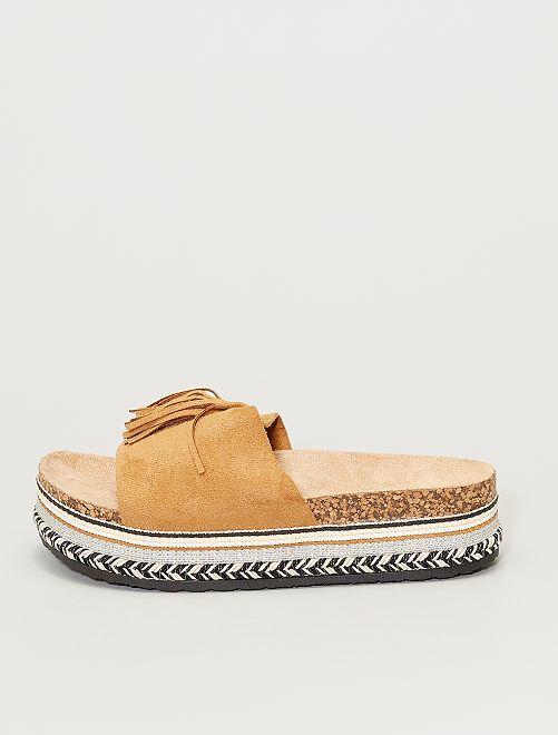 Sandalias con plataforma                                         castaño