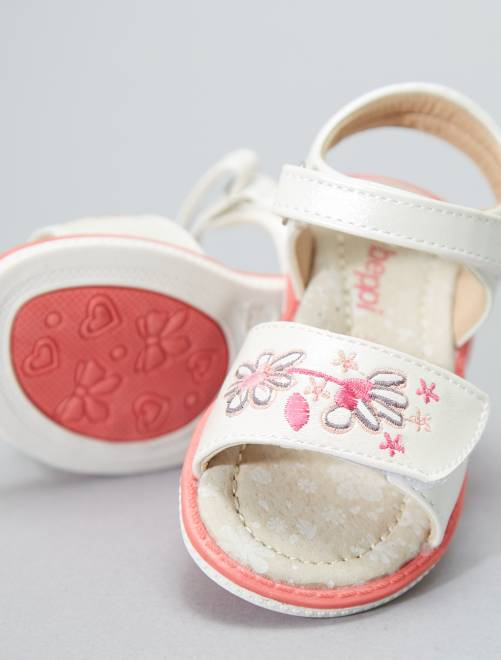 Sandalias con velcro                              Chica