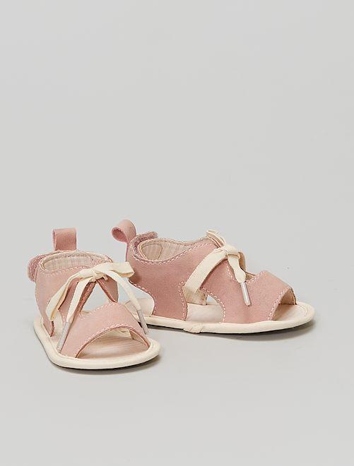 Sandalias con velcros                             a rayas rosa