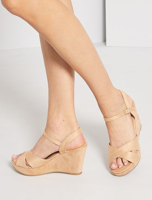 Sandalias de antelina con cuña                             BEIGE