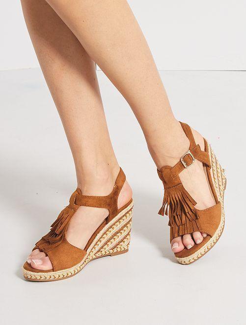 Sandalias de antelina con cuña                             camello