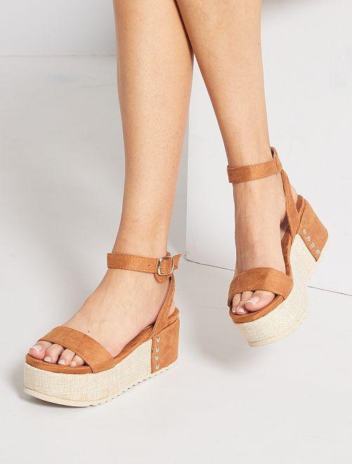 Sandalias de antelina con plataforma                                         camello