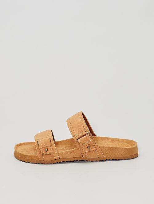 Sandalias de dos tiras                     castaño
