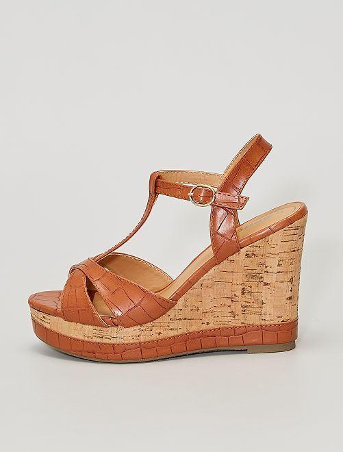 Sandalias de piel sintética con textura                             BEIGE