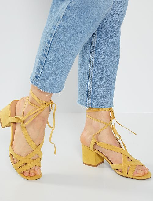 Sandalias de tacón con cordones                                         AMARILLO