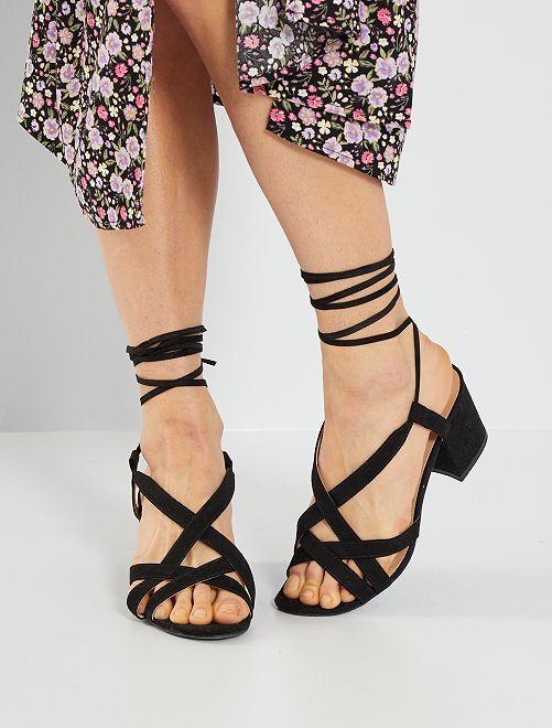 Sandalias de tacón con cordones                                         negro