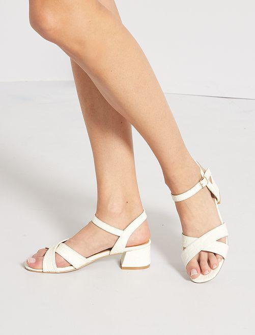 Sandalias de tacón con motivos escamados                             blanco