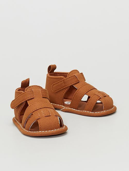 Sandalias de tela                                         castaño