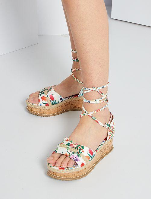 Sandalias de tela flores                             blanco