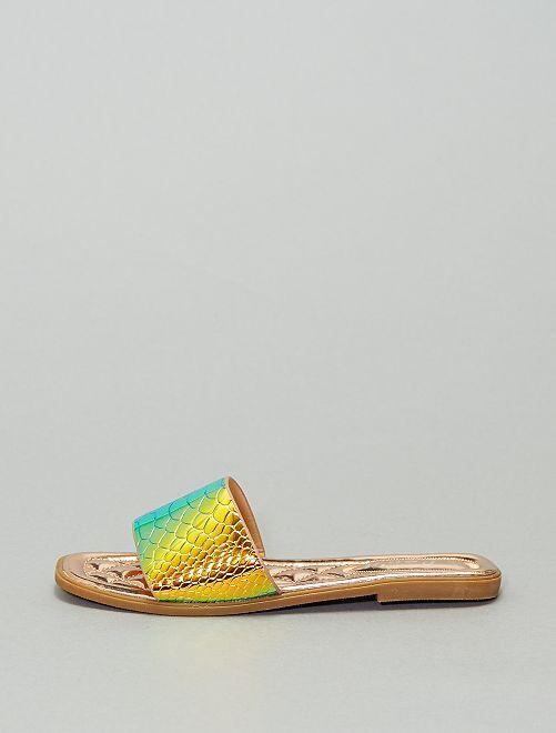 Sandalias destalonadas planas efecto piel de 'reptil'                             beige oscuro