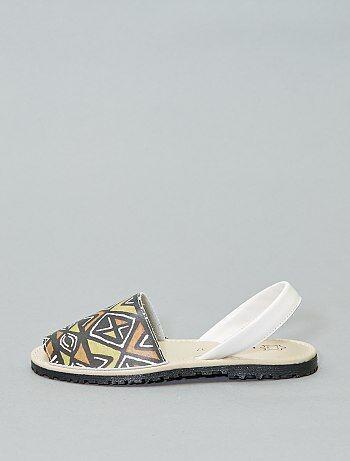 20b6ebd5485dd Sandalias menorquinas de piel estampadas - Kiabi