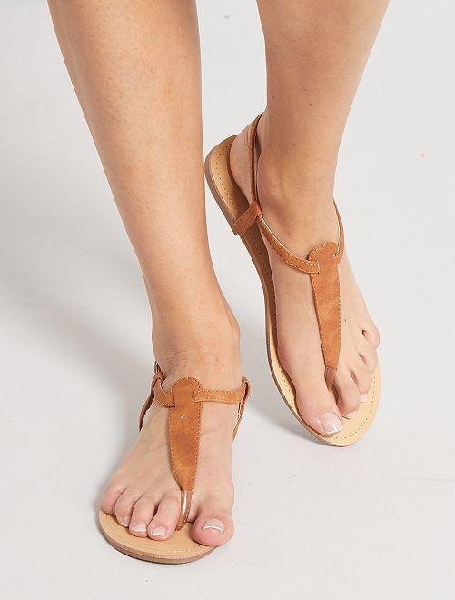 Sandalias planas                             castaño