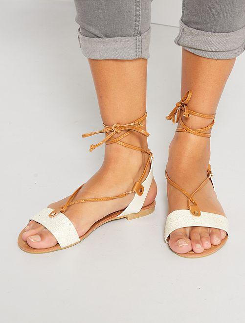 Sandalias planas con brillos                             blanco