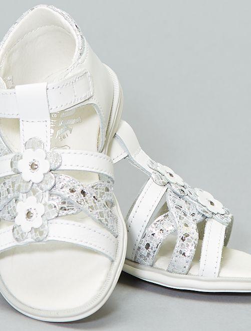 Sandalias planas con flores de fantasía                             blanco