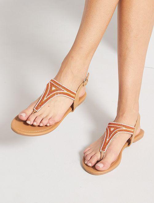 Sandalias planas con perlas                                         camello